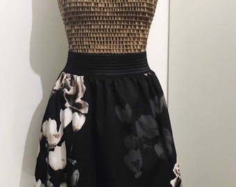 Flower curled skirt with black elastic band