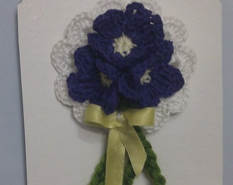 "Brooch ""ramie of violets"" measure 7 x 5 cm aprox"