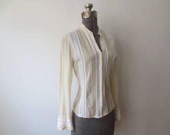 Vintage '70s Gauzy Pintuck Pleat & Lace Peasant Blouse w/ Hook and Eyelet Closures, Medium