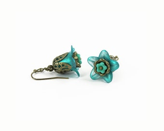 Turquoise Blue Lucite Flower Earrings, Vintage Style, Hand Dyed Lucite, Victorian Style, Steampunk, Boho Earrings