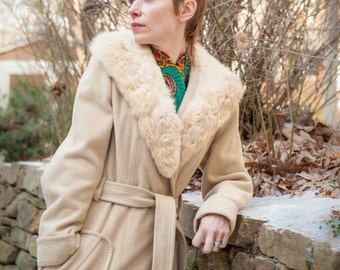 """LUXURIOUS Satin Lined """"Blonde"""" Wool Coat With Vintage Fur Collar!"""