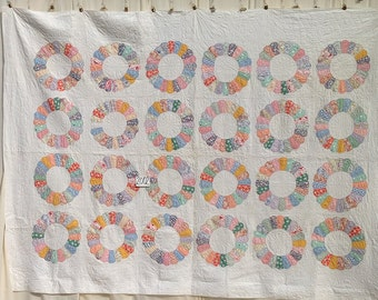 Antique Quilt  Dresden Plate  c. 1930. Exceptionally Large Quilt