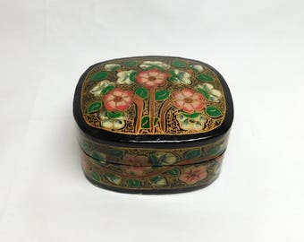 Vintage Kashmir India Flower Paper Mache Lacquer Box Gold Pink Green Floral Black Interior Jewelry Trinket Pill Box Compressed Lacquerware