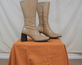 Size 6 Genuine Leather Beige Chunky Heel Ankle Boots   Vintage 1990s Ankle / Slim Calf Boots