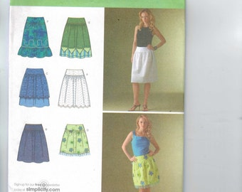 Misses Sewing Pattern Simplicity 4185 Misses Skirt with Yoke and Trim Variations Size 8 10 12 14 16 Waist 31 32 33 34 38 UNCUT
