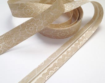 Bias satin color sand/beige print lace