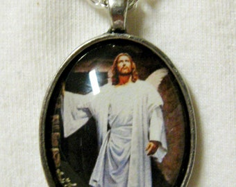 Jesus at the Tomb pendant and chain - AP20-010