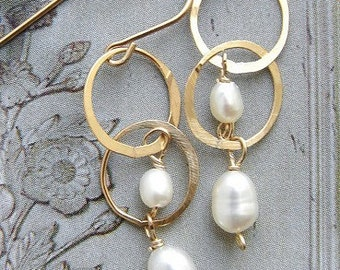 gold circles pearl drop earrings, bridal earrings, wedding jewelry, drop earrings, simple everyday pearl dangle earrings
