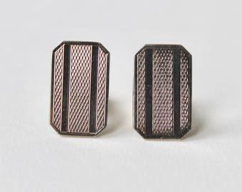 Vintage engine turned silver cufflinks. 1970's engine turned silver tone rectangle cufflinks. Smart silver tone vintage 1970's men.