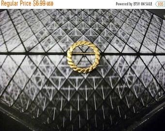 ON SALE Vintage Gold Tone Circular Metal Pin 31217