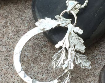 Unique sterling silver oak leaf pendant inc.silver chain.