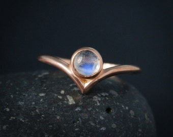 Round Rainbow Moonstone Pointed Ring - Chevron Ring - June Birthstone Ring
