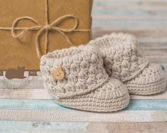 Pregnancy Reveal, Baby Booties, Grandparent Announcement, Newborn Booties, Baby Boy, Baby Girl Shoes, New Parents, Expecting Parents