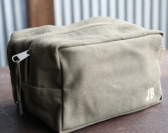 Personalized Vintage Military Mens Shave, Dopp Kit, Bag, Groomsmen Gift, Groomsman gifts, Gifts for Groom Groomsmen College Graduation