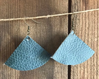 Traingle leather earrings