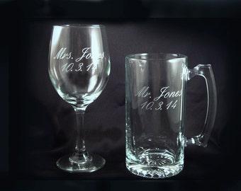 Sur mesure personnalisé vin et verres à bière - mariée et le marié - Mr et Mme cadeau - mariage de brûlage des verres - douche nuptiale - gravé à l'eau-forte verre