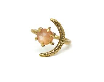 Io Ring // Peach Moonstone