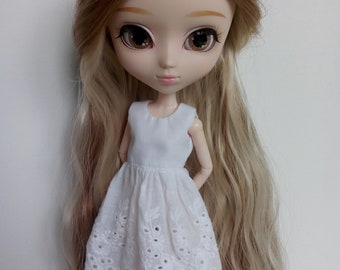 Simple white dress, great base for many outfits for pullip blythe azone momoko obitsu and similar dolls
