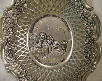 Vintage, Mount  Rushmore, Souvenir, Dish, Black Hills, SD,  1940s, Metal, Decorative, Souvenir Dish, Fancy Border, Souvenir Plate, Tray