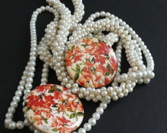 Vintage Lily button, from 1913 seed catalog. Fun pop jewelry for any occasion.