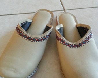 Embroidered Leather beige Indian soft  slippers shoes size 9 EUR 39
