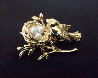vintage Gold Plated Bird With Nest and Pearl Eggs  tie Tac lapel Pin