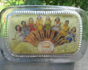 """Vintage Souvenir Glass Paperweight - Greetings From Florida """"Land O' Sand"""" - 1950s Bathing Beauties"""
