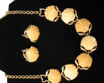 Wow! Vintage Coro Seashell Necklace and Clip-on Earrings Demi Parure Thermoset Set MINT 1950's