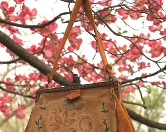 Petti-Point Evening Purse ~ vintage purse / vintage purse / purse / elegant purse / floral design purse / vintage handbag / old hollywood