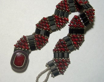 Red and Black ZigZag Patterned Beadwoven Superduo and Tila Bead Bracelet by Carol Wilson of Je t'adorn