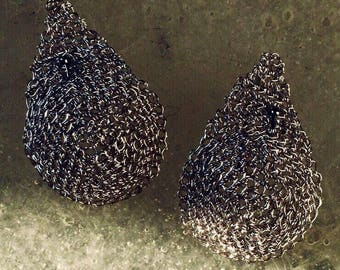 Curved Drop Metal earrings (knitted wire mesh) silver-colored. An elegant, light, contemporary gem.