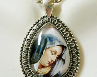 Our Lady of Sorrows pendant with chain - AP15-008