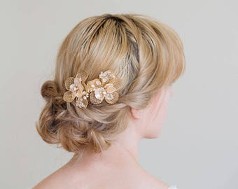 Bridal hair comb, Gold hair comb, Gold flower hair comb, Gold Hair vine, Gold headpiece, Flower hair comb, Gold hair clips
