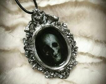 Death's Portrait. Pendant
