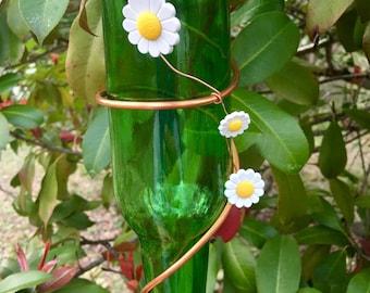 Green bottle hummingbird feeder with daisies, Bird feeder, Glass bottle bird feeder, Green bottle hummingbird feeder, hummingbird feeder