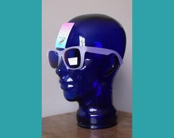 Uv reactive sunglasses