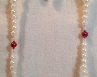 White and Red Pearlized Necklace Set