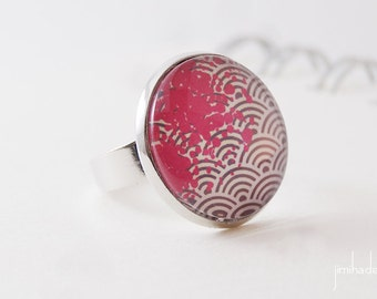Ring with print Japanese waves pink ink stain