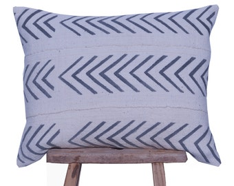 """Authentic African Mudcloth White and Grey Arrow Patterned Pillow Cover 16""""x20"""""""