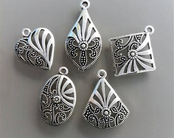 5 geometric pendants metal color silver