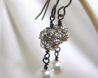 Style Vintage mariage boucles d'oreilles, boucles d'oreilles, boucles d'oreilles de mariage gothique, oxydent blanc perle, strass boucles d'oreilles les demoiselles d'honneur, Bianca