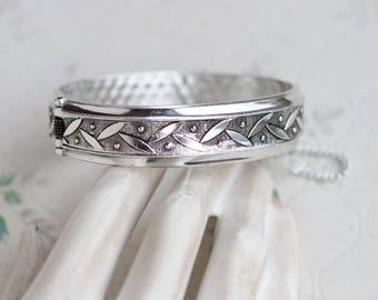 Hinged cuff Bracelet - Silver Toned - Vintage Jewelry