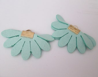 2 charms in green suede 45 x 25 mm