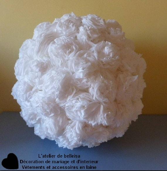 boule de fleur en papier cr pon blanche en d corations. Black Bedroom Furniture Sets. Home Design Ideas