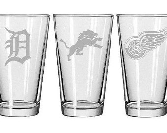 4 DETROIT Sports Teams Etched Pint Glasses - 1 each: Tigers, Lions, Red Wings & Pistons
