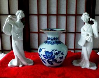 Vintage Japanese Ikebana Vase Signed Toyo Dove Blue and White