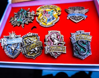 Wizards set- Complete Pin Box Set - Badge- Brooch