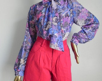 bow to the queen ~ floral blouse