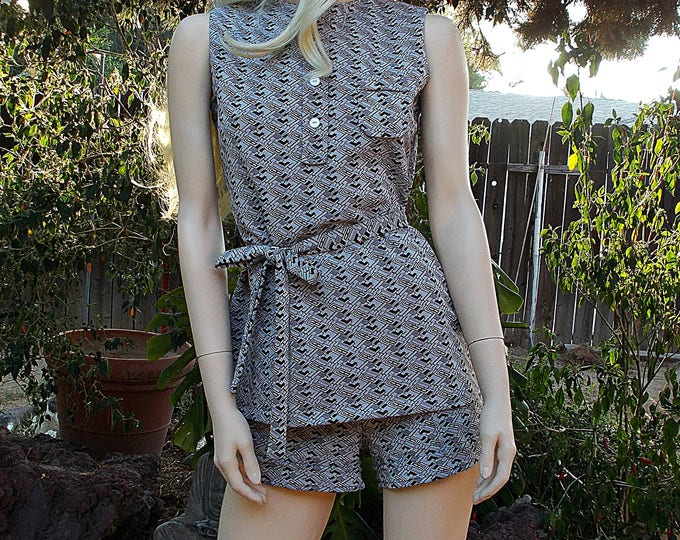 Vintage 70s Go Go MOD Twiggy Brown White Geometric Polyester Womens Sleeveless Top Belt Hot Pants Shorts Outfit