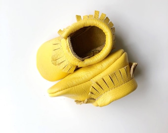 Yellow 100% leather baby moccasin classic style